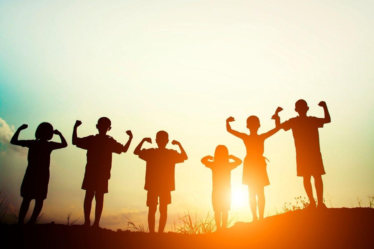 Nagy Gitta pszichológus honlapja naplementében gyerekek