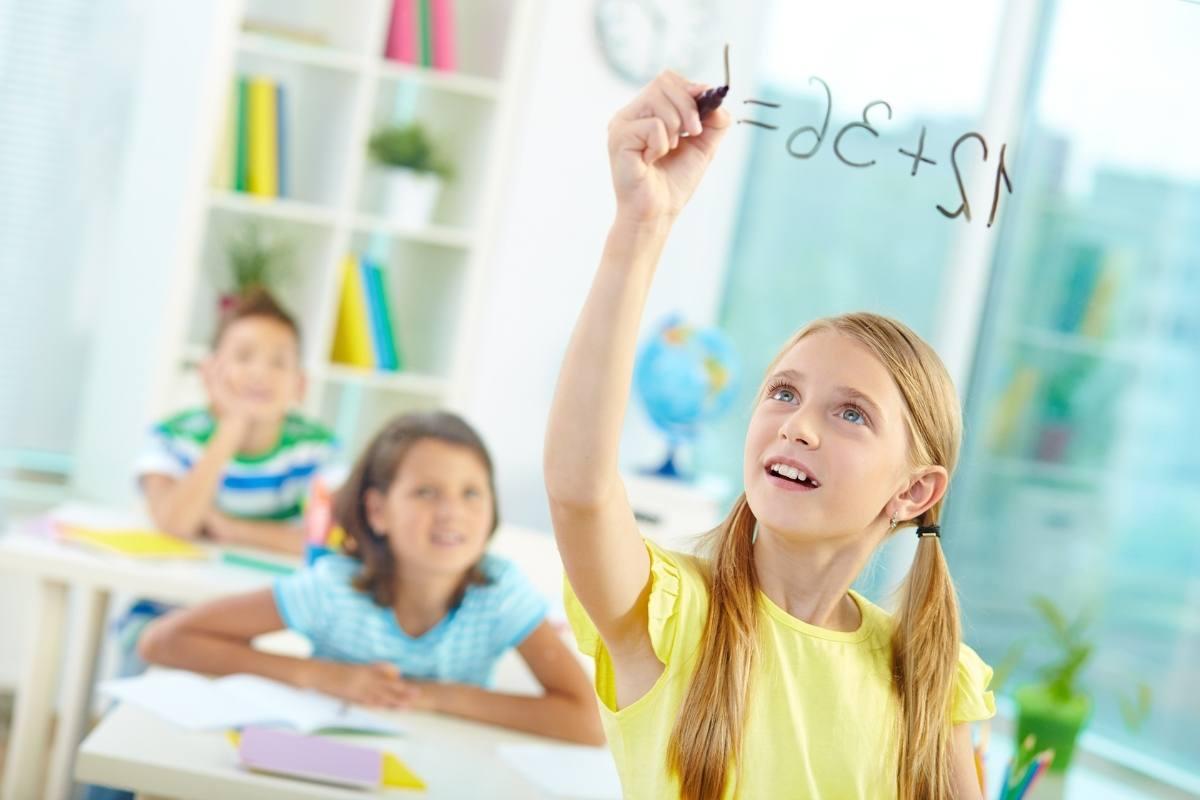 Nagy Gitta pszichológus honlapja matekozós lány az iskolában
